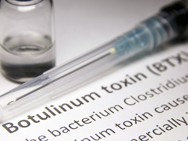 Разбираемся, что представляет собой ботулотоксин и как он действует на организм человека...