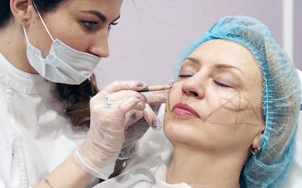 Консультация косметолога по вопросу устранения морщин