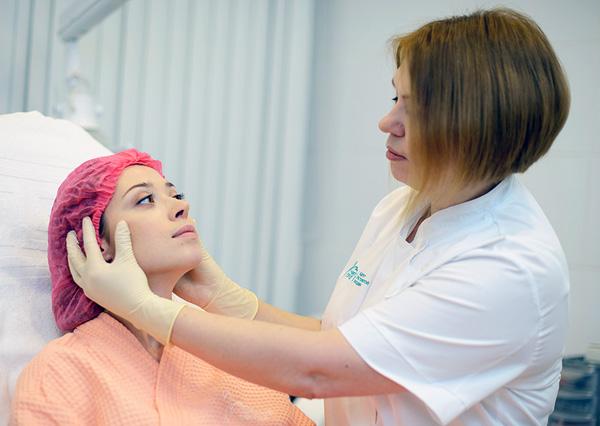 Важно заранее уведомить врача о ранее перенесенных осложнениях после ботулинотерапии
