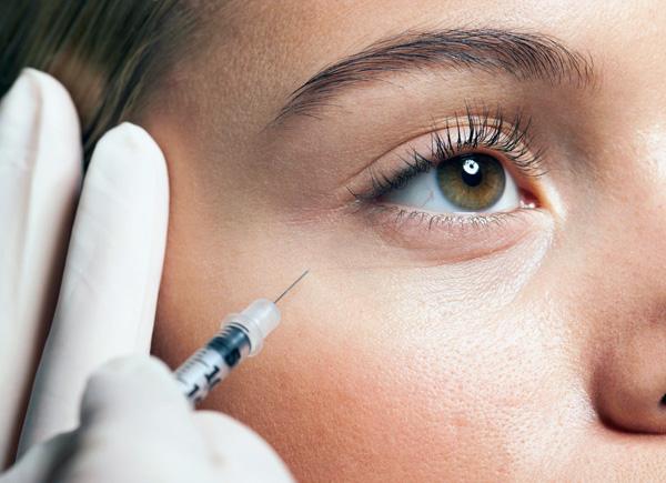Разберемся, какие морщины в области глаз можно устранить с помощью ботокса...