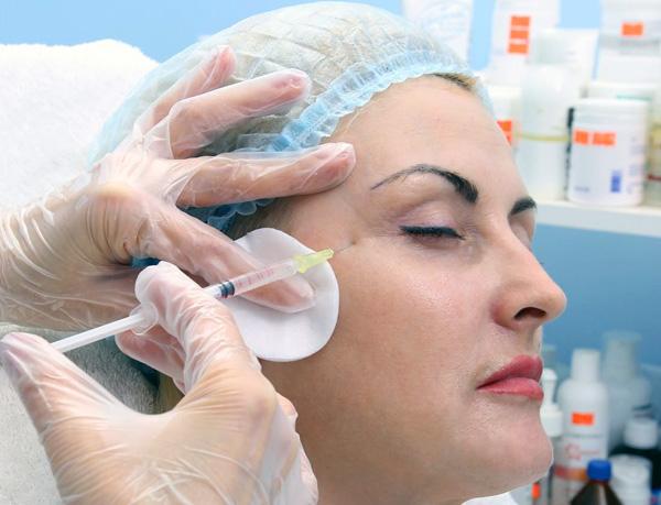 Шприц с тонкой иглой для введения препаратов ботулотоксина