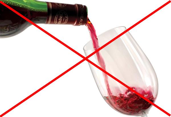 После процедуры ботулинотерапии нельзя употреблять алкоголь в течение суток