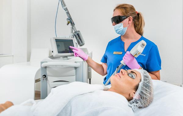 Процедура фототерапии для улучшения состояния кожи на лице