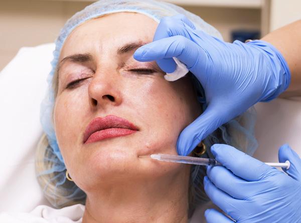 Посмотрим, какие дефекты подбородка и нижней части лица в целом можно скорректировать с помощью уколов ботокса...