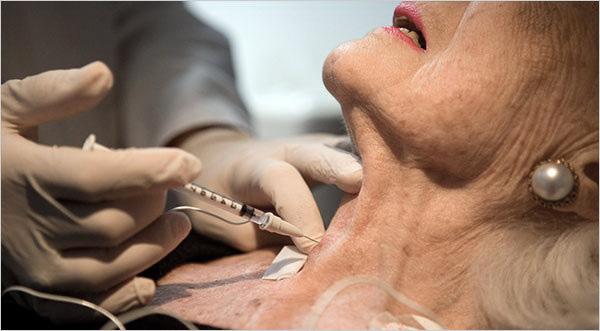 Ботулотоксин применяют для лечения тремора головы и нижней челюсти