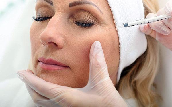 Выясняем, какие дефекты в области глаз можно устранить с помощью Ботокса и как проводится данная процедура для достижения наилучшего эффекта...