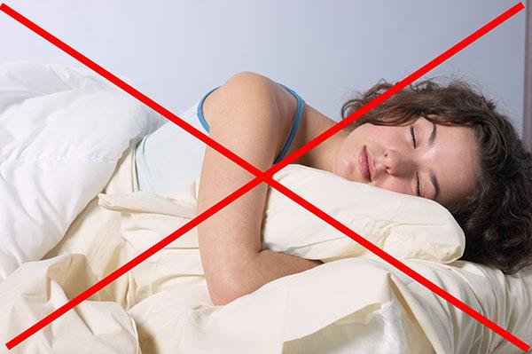 Запрет на горизонтальное положение в течение 4 часов после процедуры ботулинотерапии