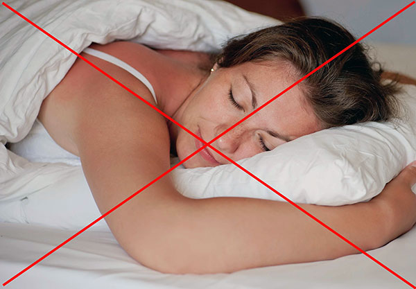 После инъекций Ботокса не рекомендуется спать на животе в течение суток